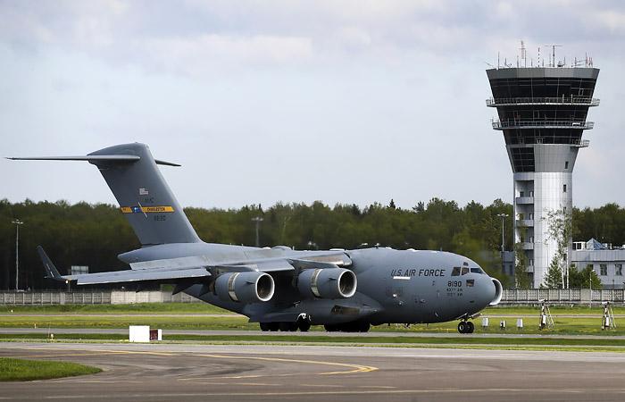Американский самолет доставил в Москву аппараты ИВЛ