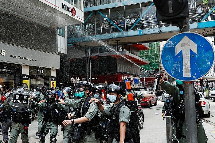 Полиция применила слезоточивый газ против участников нового митинга в Гонконге