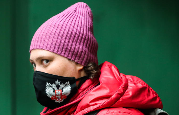 Больше половины регионов РФ смогут снимать вирусные ограничения завтра