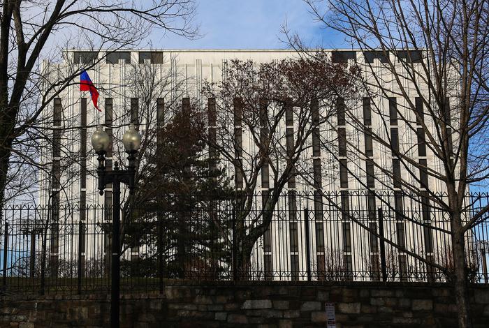 Посольство РФ в США попросило Bloomberg извиниться за дезинформацию о рейтинге Путина