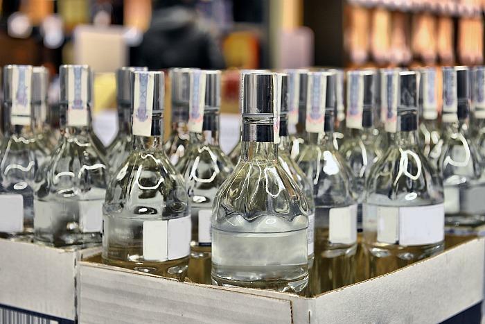 В апреле в России выросла розничная продажа вина и водки