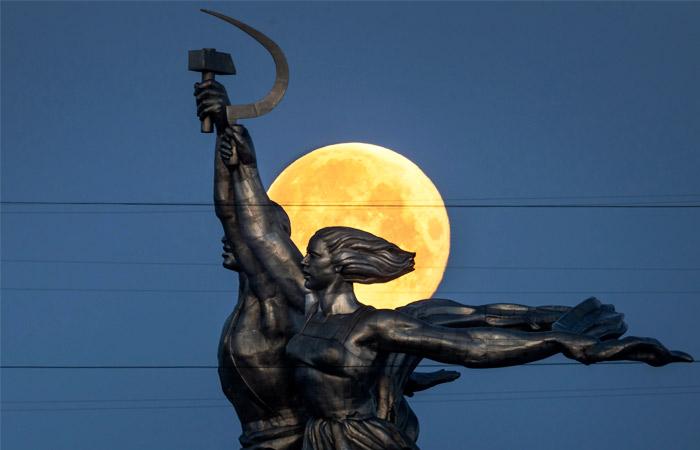 Рогозин пообещал не допустить приватизации Луны