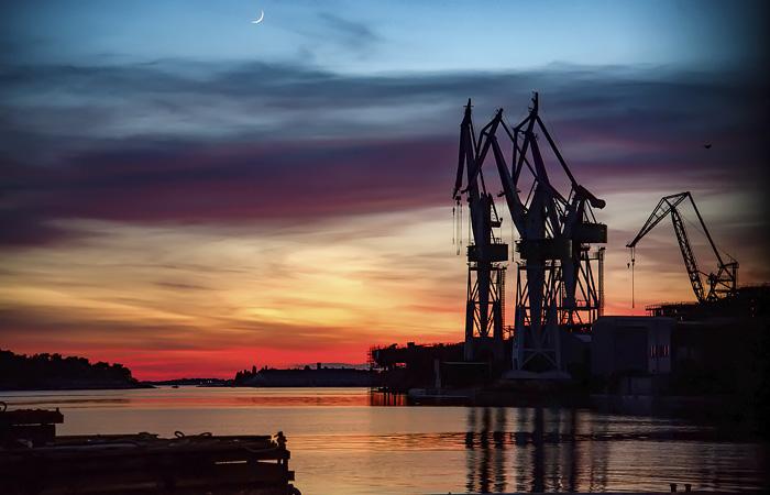Правительство РФ утвердило запрет импорта нефтепродуктов до 1 октября