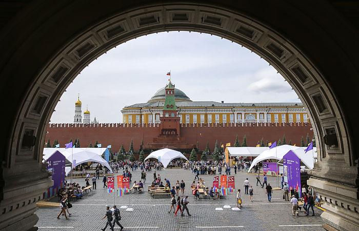 """В Кремле продолжают готовить книжный фестиваль """"Красная площадь"""" к 6 июня"""
