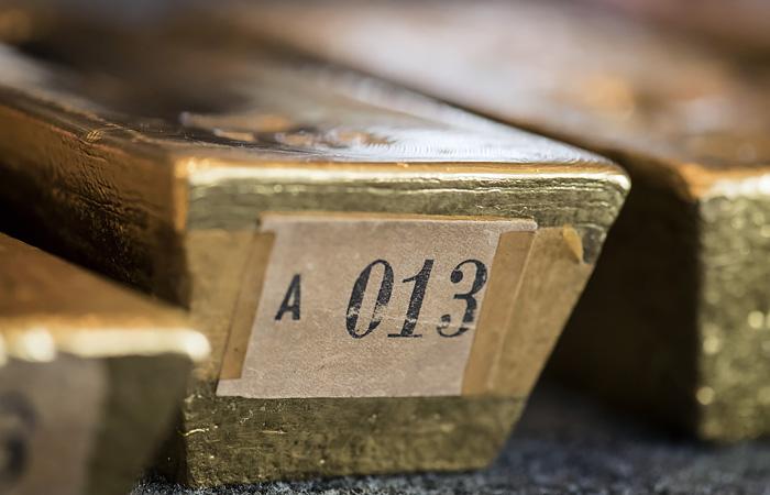 Экс-офицеров ФСБ обвинили в подбрасывании подозреваемым килограммов золота и серебра