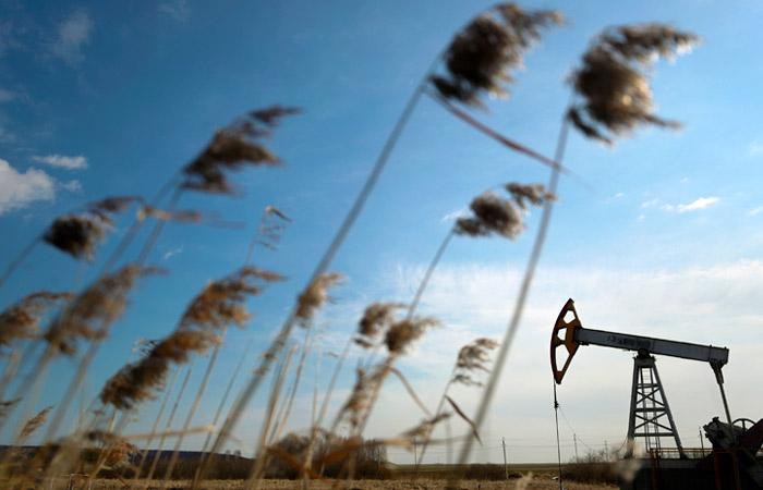 Нефть в среду ускорила падение почти до 5%