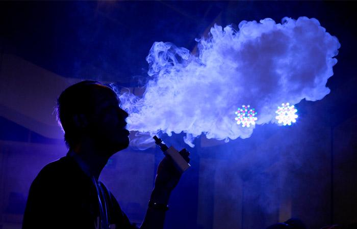 Ученые заявили, что и обычные, и электронные сигареты усугубляют течение COVID-19
