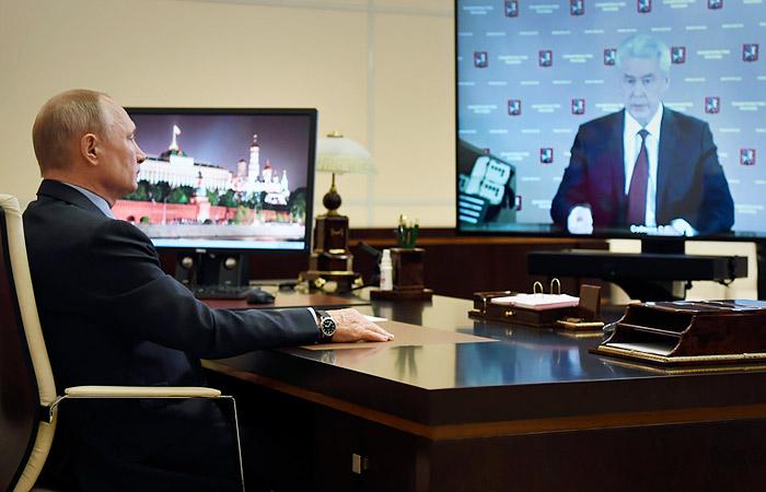 Путин попросил Собянина помочь регионам бригадами московских врачей