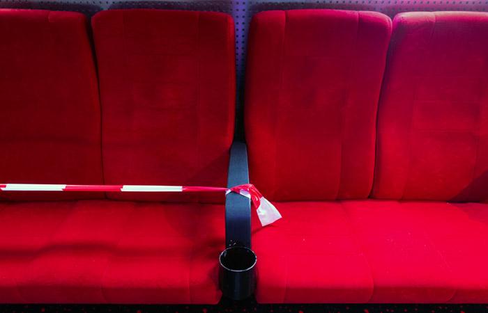 Роспотребнадзор рекомендовал кинотеатрам сажать зрителей в метре друг от друга