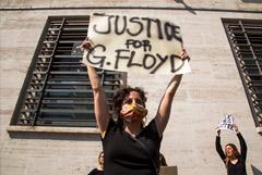 Полицейского в США обвинили в убийстве после смертельного задержания чернокожего