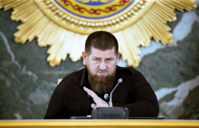 Кадыров опроверг слухи о госпитализации и заверил, что находится на рабочем месте в Чечне