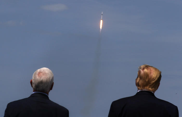 Стартовал первый за девять лет американский корабль с астронавтами