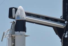 Запуск американского космического корабля Crew Dragon перенесли на июнь