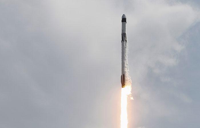 К МКС впервые пристыковался частный космический корабль с астронавтами на борту