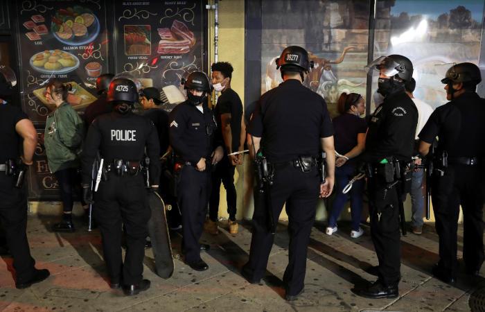 Американские губернаторы ввели комендантский час из-за протестов