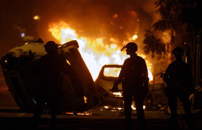 Полиция применила слезоточивый газ при разгоне протестующих у Белого дома