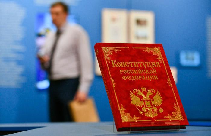 Путин обсудит с рабочей группой дату голосования по поправкам в Конституцию