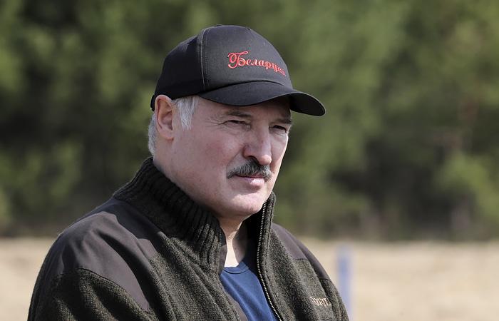 """Лукашенко намекнул, что Россия с помощью СМИ """"подкидывает"""" Белоруссии проблемы"""