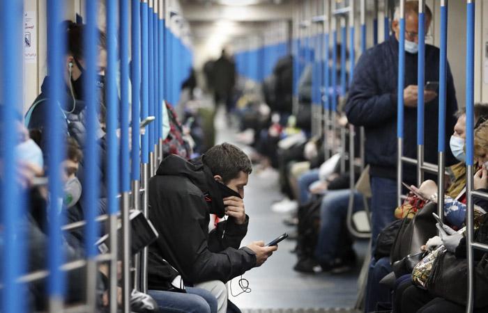 Утром в метро спустились на 80 тыс. москвичей больше, чем в прошлый понедельник