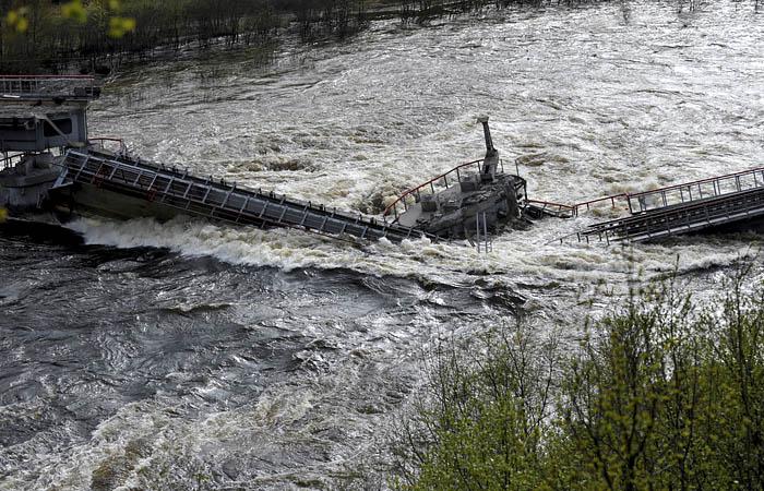После обрушения моста в Заполярье возбудили уголовное дело