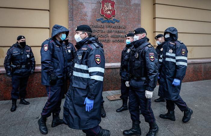 Главе МВД сообщили об одинаковых жетонах у полицейских с Петровки 38
