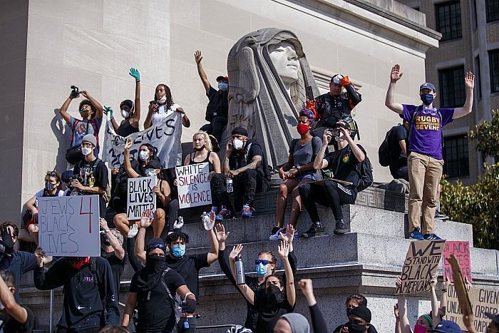 Шеф полиции Вашингтона призвал готовиться к новым массовым демонстрациям