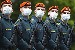 Песков посоветовал россиянам смотреть парад Победы по телевизору
