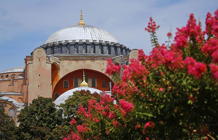 Министр юстиции Турции выступил за превращение Святой Софии в мечеть