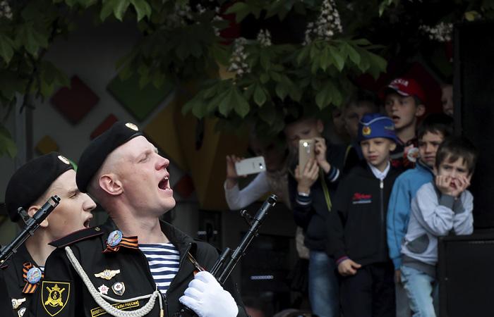 Власти Крыма передумали отменять парад Победы в Симферополе