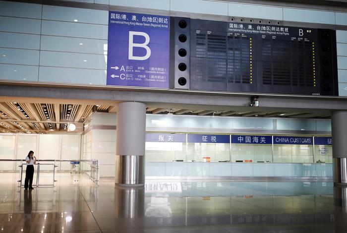 Сотни рейсов в аэропортах Пекина отменили на фоне ситуации с COVID-19