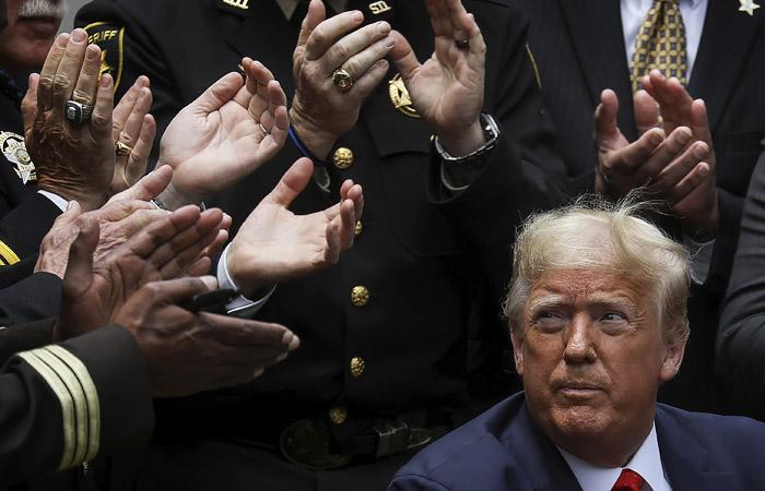 Трамп подписал указ о реформе полиции после волны протестов