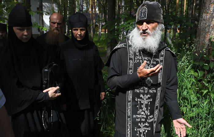 """ФСБ заявила, что не участвовала в событиях в """"захваченном"""" Среднеуральском монастыре"""