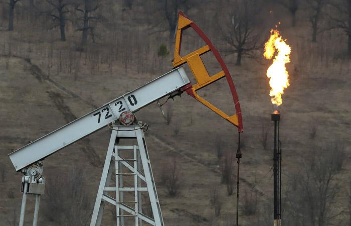 Нефть подорожала на оптимизме в отношении сокращения добычи ОПЕК+