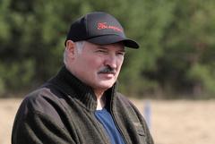 Лукашенко признал, что если поступит демократично, то потеряет страну