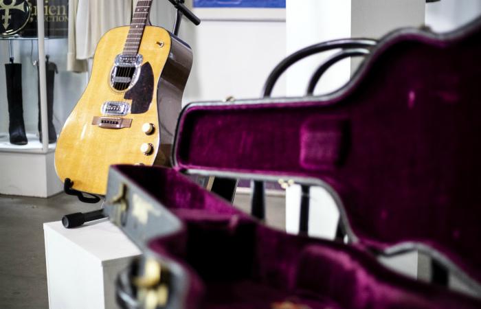 Гитара Курта Кобейна продана на аукционе за рекордные $6 млн