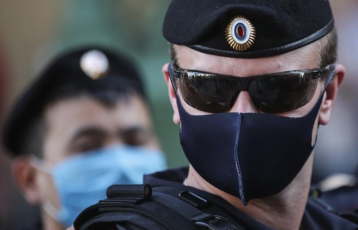 """В Москве задержали более 130 участников пикета в поддержку фигурантов дела """"Сети"""""""