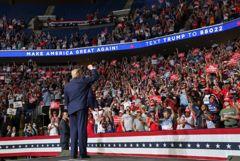 Десятки агентов Секретной службы США ушли на карантин после митинга Трампа