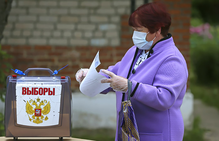 Песков подтвердил право жителей Донбасса с паспортами РФ голосовать по поправкам