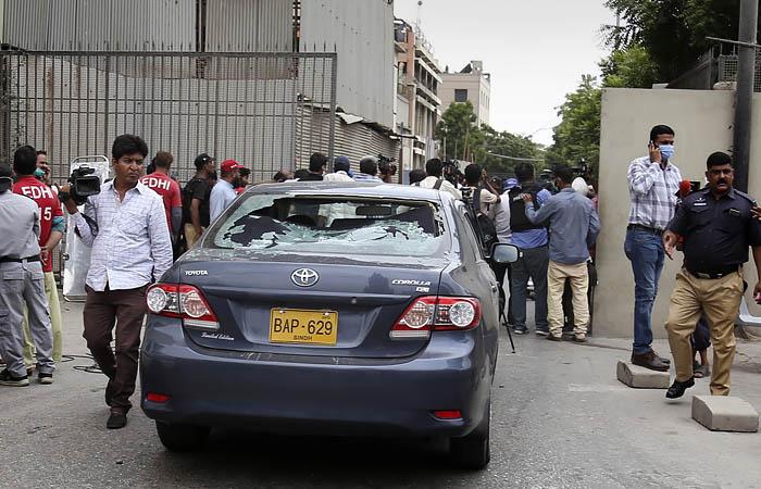 В Карачи террористы напали на Фондовую биржу Пакистана