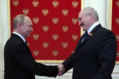 """Лукашенко заявил, что в РФ """"поняли"""", почему """"прихлопнули"""" газпромовский банк"""