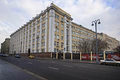 """""""Росатом"""" купил за 4,8 млрд рублей бывшее здание Минпромторга рядом с Зарядьем"""
