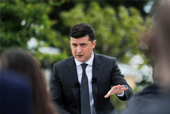 Рейтинг Зеленского снизился за месяц с 47% до 38%