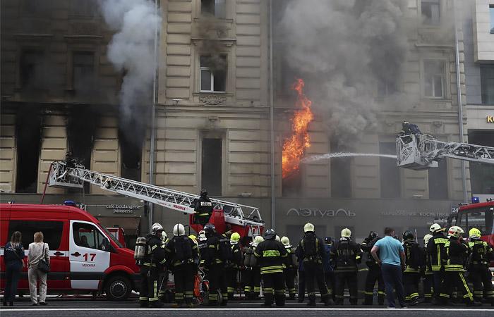 В центре Москвы загорелось шестиэтажное здание