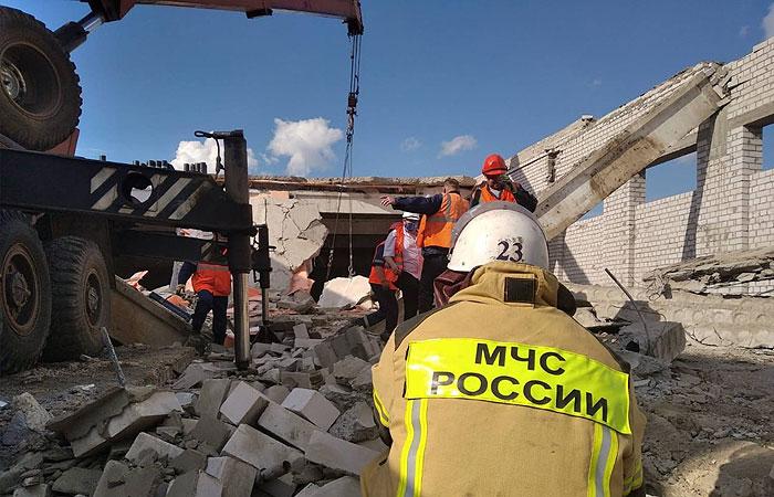Одного человека достали живым из-под завалов на стройке ТЦ в Кировской области