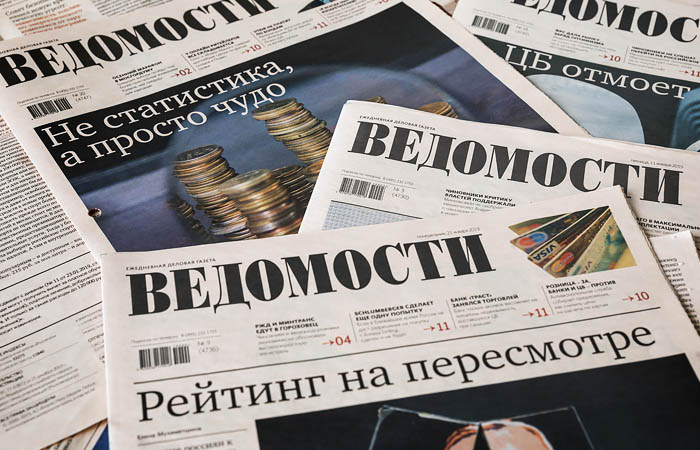 """Песков выразил надежду о сохранении профессионального уровня """"Ведомостей"""""""