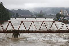 В Японии 57 человек погибли и 17 пропали без вести из-за наводнения