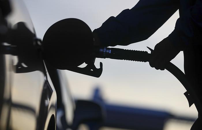 Цены на нефть слабо изменились после рекордного роста на данных о запасах в США
