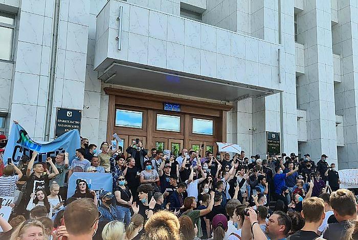 Жители Хабаровска вышли на акцию в поддержку арестованного губернатора Фургала