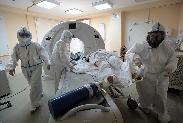 В России за сутки выявлено 6 615 новых заболевших коронавирусом