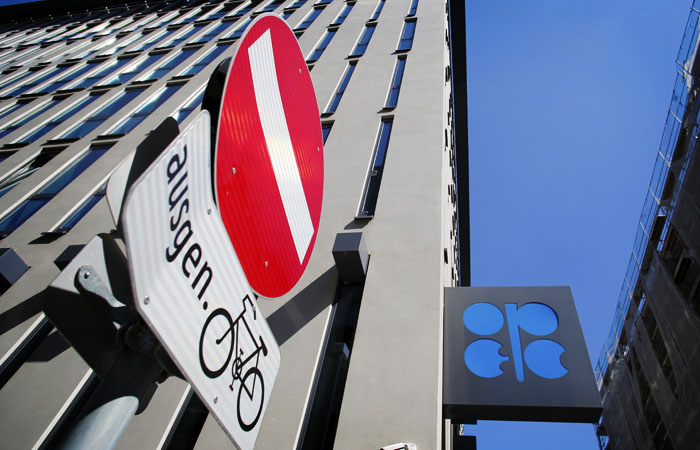 Нефть подешевела на ожиданиях заседания комитета ОПЕК+